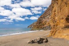 Annerisca la spiaggia vulcanica della sabbia sopra la strada Tenerife della montagna dell'isola delle nubi Fotografia Stock
