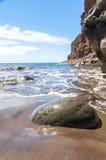Annerisca la spiaggia vulcanica della sabbia sopra la strada Tenerife della montagna dell'isola delle nubi Fotografie Stock Libere da Diritti