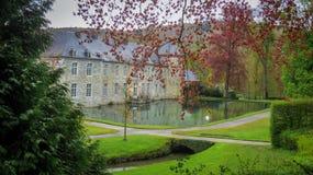 Annevoie slott på sjön Fotografering för Bildbyråer