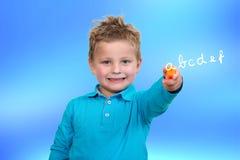 3 anni del bambino del punto della penna dell'arancia Fotografia Stock