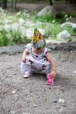 anni del bambino della ragazza di compleanno in parco ad estate Fotografie Stock Libere da Diritti