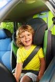 3 anni del ragazzo nel sedile posteriore del bambino Fotografia Stock Libera da Diritti