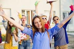 Anni dell'adolescenza che hanno un partito Fotografie Stock Libere da Diritti