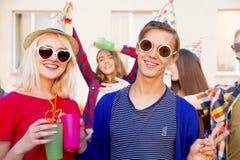 Anni dell'adolescenza che hanno un partito Immagini Stock
