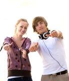 Anni dell'adolescenza con i pollici in su Fotografia Stock