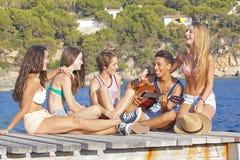 Anni dell'adolescenza del partito della spiaggia Fotografia Stock