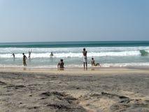 Anni dell'adolescenza indiani rurali alla spiaggia dell'oceano Immagini Stock Libere da Diritti