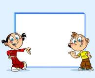 Anni dell'adolescenza intorno al whiteboard Immagine Stock