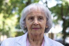 83 anni della donna degli anziani Immagini Stock Libere da Diritti
