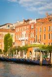 300 anni della facciata veneziana del palazzo dal canale grande Immagine Stock