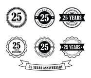 25 anni di anniversario del distintivo dell'emblema di vettore del bollo illustrazione vettoriale
