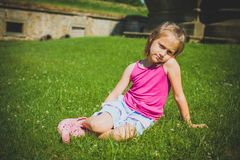 6 anni di ragazza all'aperto Fotografia Stock