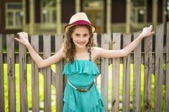 9 anni felici della ragazza su estate Fotografia Stock Libera da Diritti