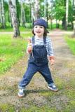 2 anni felici di ragazzo con il lecca lecca Fotografie Stock Libere da Diritti