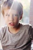 6 anni svegli del ragazzo Fotografie Stock
