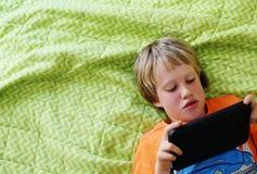 7 anni svegli del ragazzo Fotografia Stock Libera da Diritti