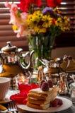 Anniversaire, bel arrangement de table Image libre de droits