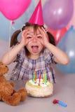 Anniversaire de petite fille drôle Image libre de droits