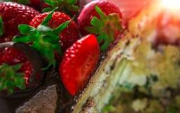 Anniversaire Gâteau avec du chocolat et la fraise Photo libre de droits