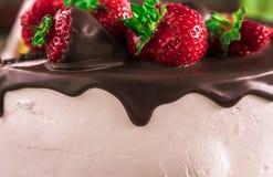 Anniversaire Gâteau avec du chocolat et la fraise Photos libres de droits