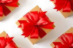 anniversario felice Chri della cartolina d'auguri di festa di Natale del contenitore di regalo Fotografia Stock Libera da Diritti