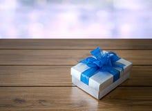anniversario felice Chri della cartolina d'auguri di festa di Natale del contenitore di regalo Immagini Stock