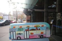 Anno della statua del bus a Londra Fotografia Stock Libera da Diritti