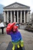 Anno della statua del bus a Londra Fotografie Stock Libere da Diritti