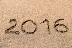 Anno 2016 scritto sulla sabbia Fotografia Stock