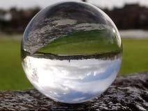annon de ville dans une boule de cristal Photographie stock libre de droits