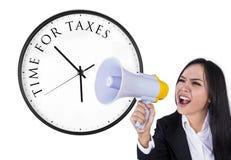 Annonce d'heure pour des impôts Photographie stock