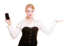 Annonce Femme d'affaires avec le téléphone montrant l'espace de copie Photographie stock