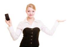 Annonce Femme d'affaires avec le téléphone montrant l'espace de copie Images stock
