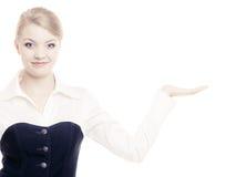 Annonce Femme d'affaires montrant l'espace vide de copie Image libre de droits