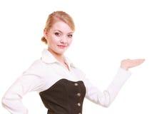 Annonce Femme d'affaires montrant l'espace vide de copie Photo libre de droits