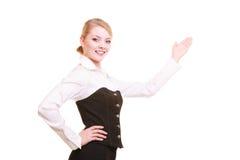 Annonce Femme d'affaires présent l'espace vide de copie Photographie stock libre de droits
