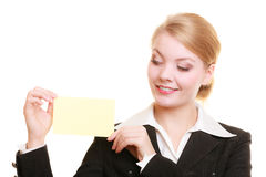Annonce Femme d'affaires tenant la carte vierge de l'espace de copie Photographie stock
