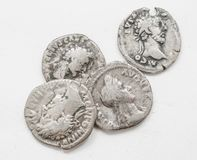 ANNONCE romaine argentée de siècle des pièces de monnaie 4-5, travail approximatif, petits empereurs de portraits image libre de droits