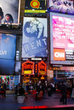 Annonces d'exposition de Broadway dans le Times Square, New York City Images libres de droits