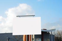 Annonsbilboard i en stad Arkivbild