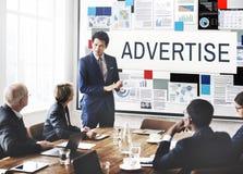 Annonsera affärsidéen för den kommunikationsDigital marknadsföringen arkivfoto