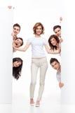 annonsera lyckliga vänner Royaltyfri Foto