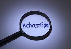 annonserar arkivfoto