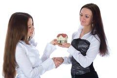 annonserar verklig kvinna två för affärsgodset royaltyfri bild