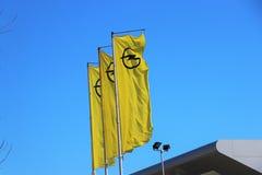 Annonsering av banret av 'de Opel motorernas märke arkivbilder