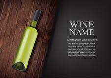 annonsering av banret En realistisk flaska av vitt vin med den svarta etiketten i photorealistic stil på det trämörka brädet, sva Royaltyfri Bild