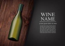 annonsering av banret En realistisk flaska av vitt vin med den svarta etiketten i photorealistic stil på det trämörka brädet, sva Royaltyfri Foto