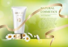Annonsmall, tom modell för hudomsorg med den realistiska tusenskönan, plast- rör för kosmetiska produkter och guld- band på gräsp Arkivbilder