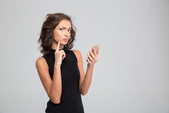 Annoyed young woman using cellphone Royalty Free Stock Photos