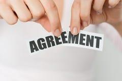 Annulli un accordo o allontani un concetto del contratto Fotografie Stock